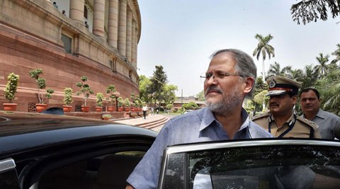 Lt Governor Najeeb Jung and his Officers Inspected 17 Dhalaos or Garbage Dumps across Delhi on Wednesday